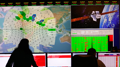 Staff at satellite communications company Inmarsat work in front of a screen showing subscribers using their service throughout the world, at their headquarters in London March 25, 2014 (Reuters / Andrew Winning)