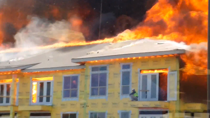 Houston construction worker escapes five-alarm fire with dramatic last minute jump (VIDEO)