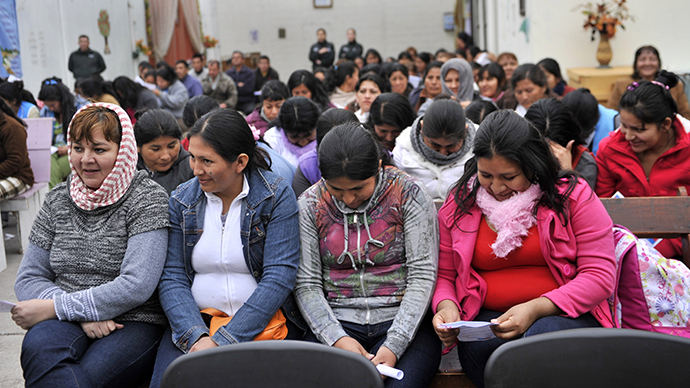 (FILE) Inmates gather at the prison in Iquique, Chile (AFP Photo / Aizar Raldes)