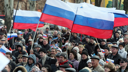 Pro-Russian supporters hold Russian flags during a rally in the center of the eastern Ukrainian city of Donetsk on April 5, 2014.  (AFP Photo)