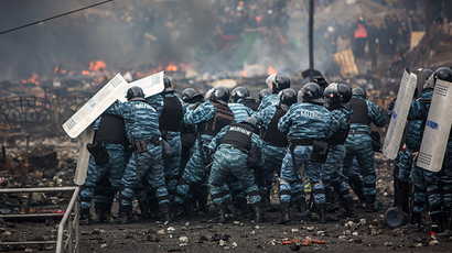 Police officers are seen on Maidan Nezalezhnosti square in Kiev, where clashes began between protesters and the police on February 19, 2014 (RIA Novosti / Andrey Stenin)
