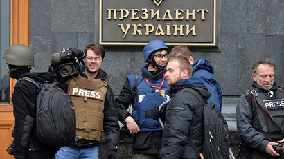 Journalists gather outside the Presidential office in Kiev. (AFP Photo / Sergey Supinsky)