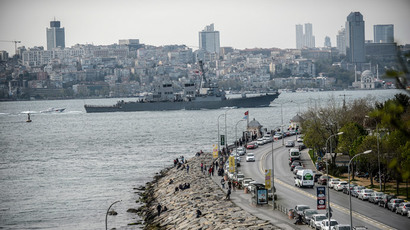 US warship USS Donald-Cook sails through the Bosphorus in Istanbul, Turkey, on April 10, 2014, en route to the Black Sea.(AFP Photo / Bulent Kilic)