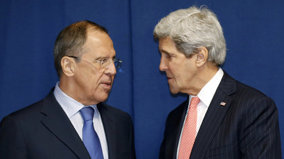 Russia's Foreign Minister Sergei Lavrov (L) and US Secretary of State John Kerry (AFP Photo/Kevin Lamarque)