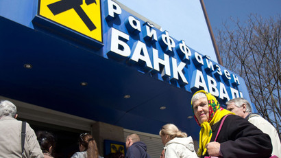 Raiffeisen Bank Aval clients line up near bank branch in Simferopol. The bank will stop operations in the Crimea from April 15. (RIA Novosti / Andrey Iglov)
