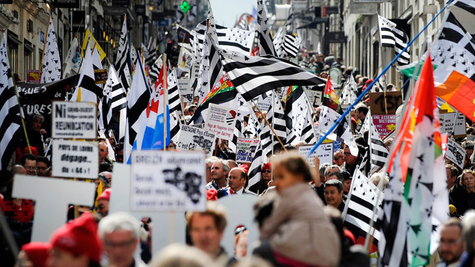 People wave Brittany flags during a demonstration for the reunification of the Loire-Atlantique region to the region of Brittany on April 19, 2014 in Nantes, western France. (AFP Photo / Jean-Sebastien Evrard)