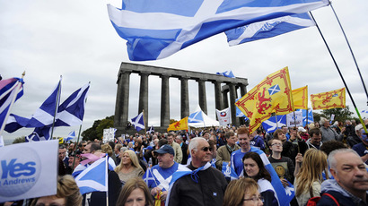 Pro-independence supporters wave the Saltire as they gather in Edinburgh on September 21, 2013 for a march and rally in support of a yes vote in the Scottish Referendum to be held in September 2014. (AFP Photo / Andy Buchanan)