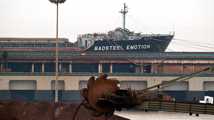 The Baosteel Emotion, a 226,434 deadweight-tonne ore carrier owned by Mitsui O.S.K. Lines, is docked at the port of Maji Island, south of Shanghai April 22, 2014 (Reuters / Carlos Barria)
