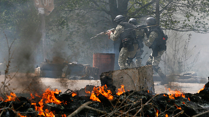 Kiev military op: Ukrainian army tanks, APCs, troops attack Slavyansk