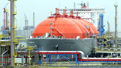 """The LNG carrier, a tank ship designed for transporting liquefied natural gas, """"Arctic Voyager"""" is setting for sail in the port of Rotterdam, Netherlands (AFP Photo)"""