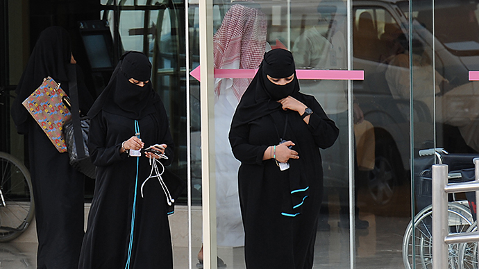 Saudi women leave the emergency department at a hospital in the center of the Saudi capital Riyadh. (AFP Photo / Fayez Nurildine)
