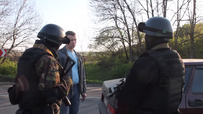 'Who are you defending?!' Taxi driver stands up to Ukrainian soldiers (VIDEO)