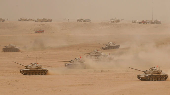 Tanks perform during Saudi security forces' Abdullah's Sword military drill in Hafar Al-Batin, near the border with Kuwait April 29, 2014 (Reuters / Faisal Al Nasser)