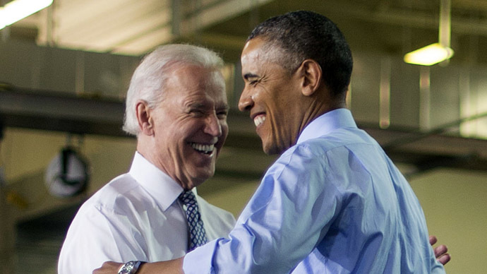 US President Barack Obama (R) and Vice President Joe Biden (AFP Photo/Jim Watson)