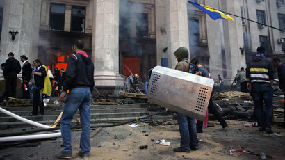Protesters look at a fire in the trade union building in Odessa May 2, 2014. (Reuters/Yevgeny Volokin)
