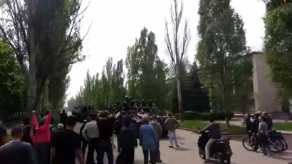 Odessa police release 67 anti-govt activists after crowd surrounds police HQ