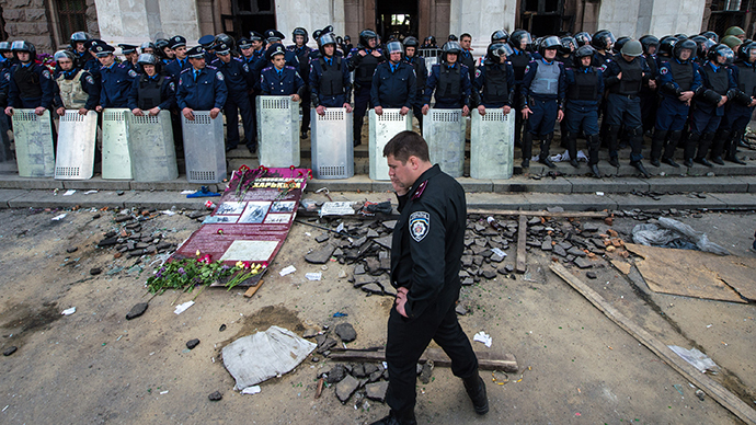 Policemen stand guard outside the charred trade union building in the southern Ukrainian city of Odessa  on May 3, 2014. (AFP Photo / Dmitry Serebryakov)