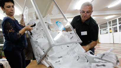 Members of a local election commission empty a ballot box as they start counting votes of today's referendum on the status of Lugansk region in Lugansk May 11, 2014 (Reuters / Valentyn Ogirenko)