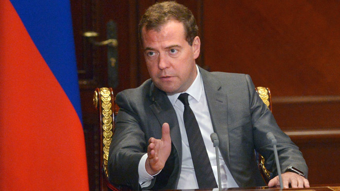 Medvedev orders civil service staff slashed by 10%