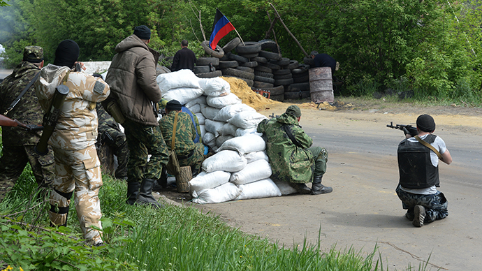 Slavyansk self defense forces at a checkpoint on the outskirts of Slavyansk. (RIA Novosti / Mikhail Voskresenskiy)