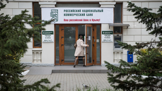 A woman enters the Russian National Commercial Bank building in Sevastopol.(RIA Novosti / Mihail Mokrushin)