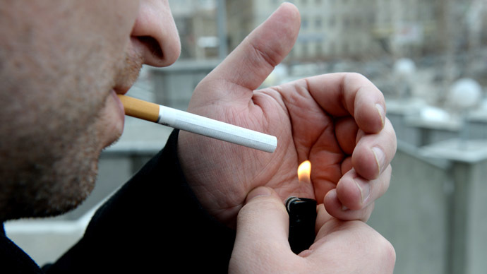 100,000 sign petition against smoking ban in Russia