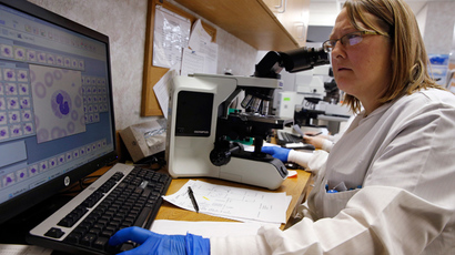 Shay Wilinski works in the Microbiology Lab at Community Hospital, where a patient with the first confirmed U.S. case of Middle East Respiratory Syndrome is in isolation, in Munster, Indiana, May 5, 2014 (Reuters / Jim Young)