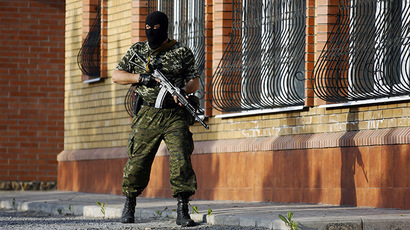 A self-defense member takes a position following an Ukrainian army mortar attack in the outskirts of the eastern Ukrainian city of Kramatorsk May 18, 2014. (Reuters / Yannis Behrakis)