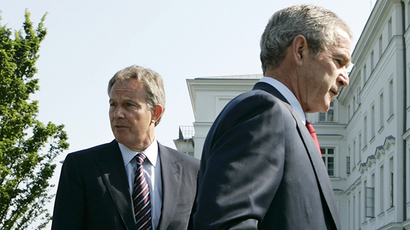 U.S. President George W. Bush(R) walks past British Prime Minister Tony Blair at the G8 summit in Heiligendamm June 7, 2007.       (Reuters / Jim Young)
