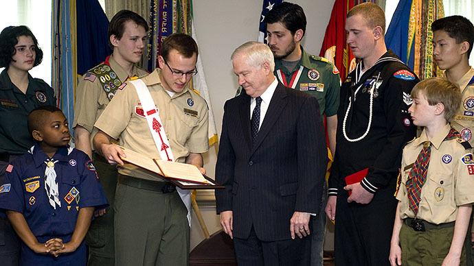A member of the Boy Scouts of America presents the Annual Report to the Nation to Secretary of Defense Robert M. Gates in the Pentagon on March 1, 2010. (Photo by Cherie Cullen / defense.gov)