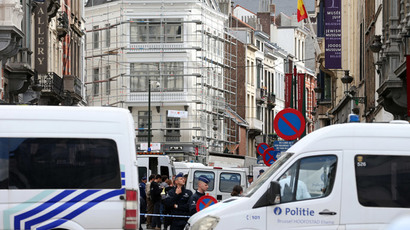 Policemen close the access of the scene of a shooting near the Jewish Museum in Brussels, on May 24, 2014. (AFP Photo / BELGA Photo / Nicolas Maeterlinck)