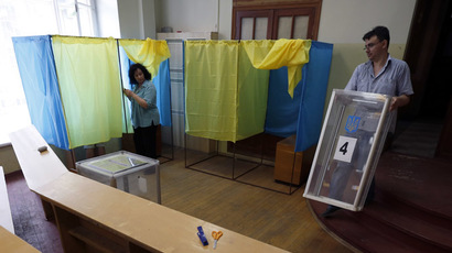 Election commission workers prepare the poling station for the upcoming presidential election in Kiev, May 24, 2014. (Reuters/David Mdzinarishvili)
