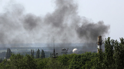 Smoke billows from Donetsk international airport during heavy fighting between Ukrainian and pro-Russian forces May 26, 2014. (Reuters/Yannis Behrakis)