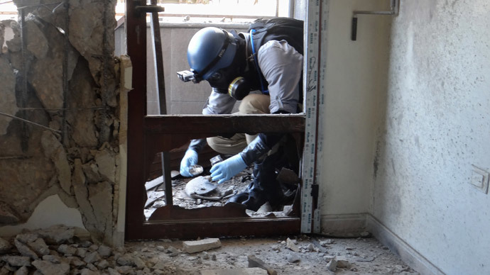 United Nations (UN) arms expert collecting samples as they inspect the site where rockets had fallen in Damascus' eastern Ghouta suburb during an investigation into a suspected chemical weapons strike near the capital. (AFP Photo / Ammar Al-Arbini)