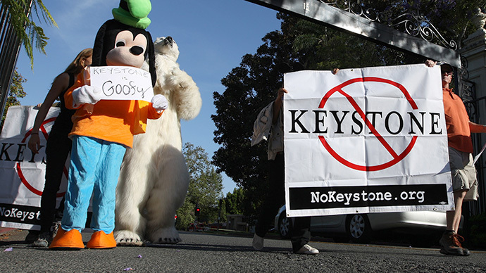 Activists opposed to the Keystone XL Canada-to-Texas pipeline project enter the the exclusive neighborhood of Bel-Air to rally outside a USC Shoah Foundation fundraiser to be attended by President Barack Obama on May 7, 2014 in Los Angeles, California. (AFP Photo / Getty Images / David McNew)