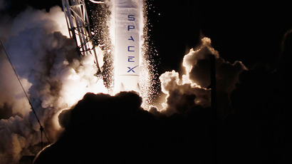 A SpaceX Falcon 9 rocket attached to the cargo-only capsule called Dragon lifts off from the launch pad on October 7, 2012 in Cape Canaveral, Florida. (AFP Photo / Getty Images / Joe Raedle)