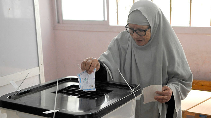 A woman casts her vote at a polling station in Egypt's northern coastal city of Alexandria on May 28, 2014.(AFP Photo / Str )