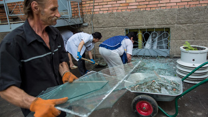 Hospital staff clearing shards of glass from the windows shattered during the shelling by the the Ukrainian security forces. (RIA Novosti / Andrey Stenin)