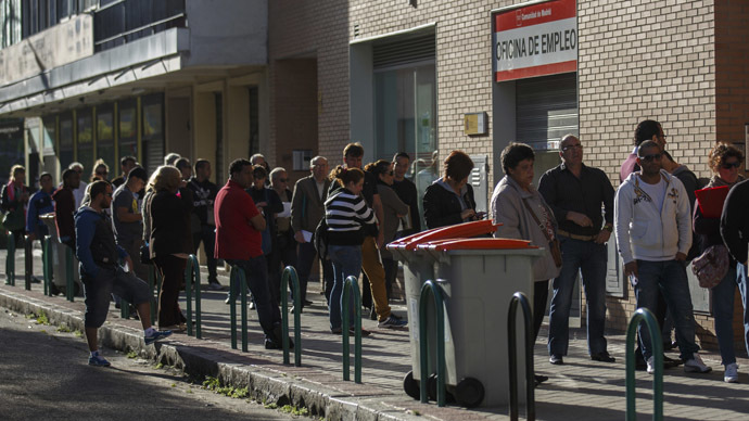 People wait to enter a government-run employment office in Madrid April 29, 2014. (Reuters/Andrea Comas)