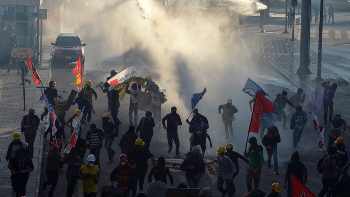 Riot police fire tear gas and water cannons to disperse anti-government protesters in Ankara May 31, 2014.(Reuters / Stringer)