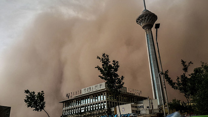 A sandstorm engulfs the Iranian capital Tehran on June 02, 2014. (AFP Photo / Fars News / Mostafa Vosogh)