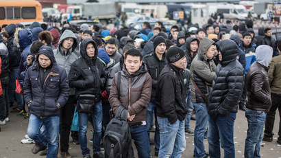 "People at the Moscow trading-fair shopping complex during police checks of market workers for compliance with immigration laws in an integrated operation ""Barrier-2"". (RIA Novosti/Andrey Stenin)"