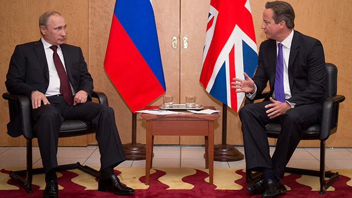 Britain's Prime Minister David Cameron (R) talks with Russian President Vladimir Putin at a meeting at Charles De Gaulle Airport in Paris, France June 5, 2014. (Reuters / Stefan Rousseau)
