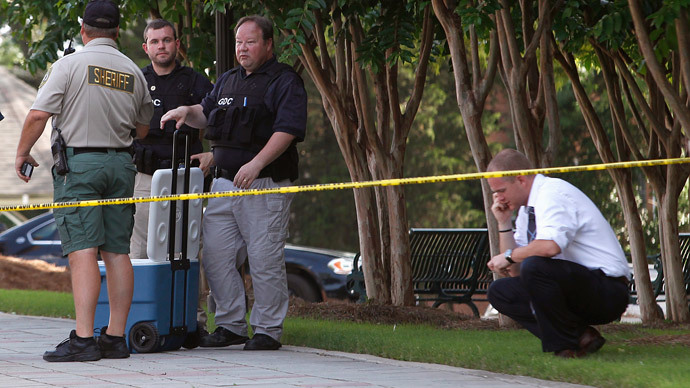 Police officers along with Forsyth County sheriff deputies investigate the scene at the Forsyth County Courthouse following a shooting incident in Cumming, Georgia June 6, 2014. (Reuters / Tami Chappell)