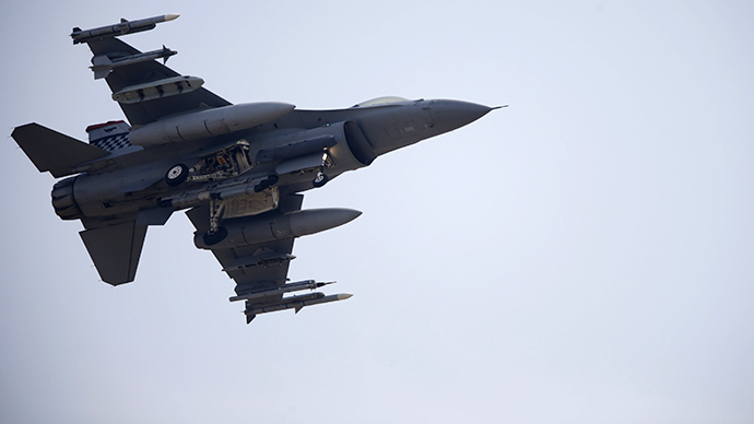 A F-16 fighter jet (Reuters / Lee Jae Won)