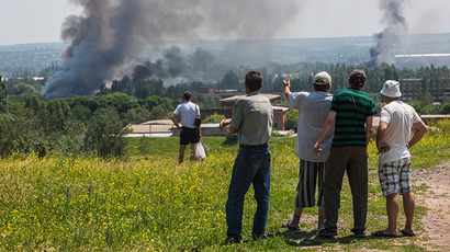 Residents of Slavyansk during a heavy artillery shelling of their city on June 8, 2014. (RIA Novosti /  Andrey Stenin)