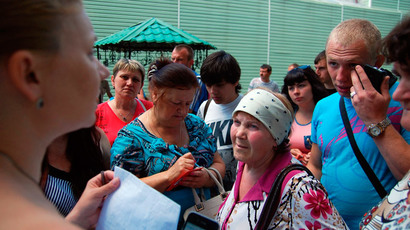 People gather outside an office of the Russian federal migration service in Belgorod, June 9, 2014.(Reuters / Vladimir Kornev)