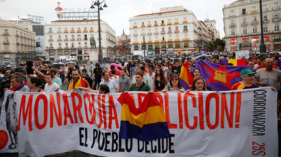 "Anti-monarchy demonstrators hold a banner which reads ""Monarchy abolition! People decided!"" during a Republican protest, after the swearing-in ceremony of Spain's new King Felipe VI in Madrid, at the landmark Puerta del Sol square in Madrid June 19, 2014. (Reuters / Gonzalo Fuentes)"