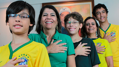 Members of the da Silva family, (L-R) Bernardo de Assis, Silvia Santos da Silva, Pedro de Assis, Silvana Santos da Silva, and Joao de Assis, pose for a photo showing their hands all have six fingers, in Brasilia, June 20, 2014 (Reuters / Joedson Alves)