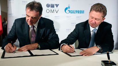 OMV CEO Gerhard Roiss (L) and Gazprom CEO Alexei Miller sign the final deal to build a branch of South Stream gas pipeline ending in Austria, in Vienna June 24, 2014. (Reuters / Heinz-Peter Bader)